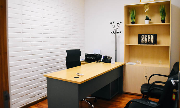 Compact tablefor office uses